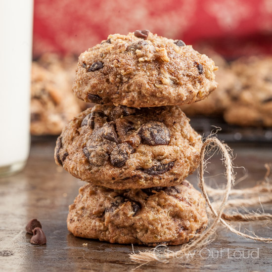 oatmeal-chocolate-chip-quinoa-breakfast-cookies