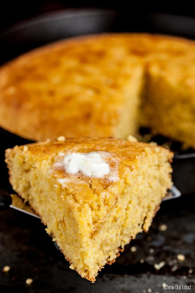 sweet honey cornbread, sweet cornbread, skillet cornbread