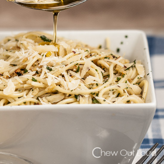 Easy Spaghetti with Garlic and Olive Oil