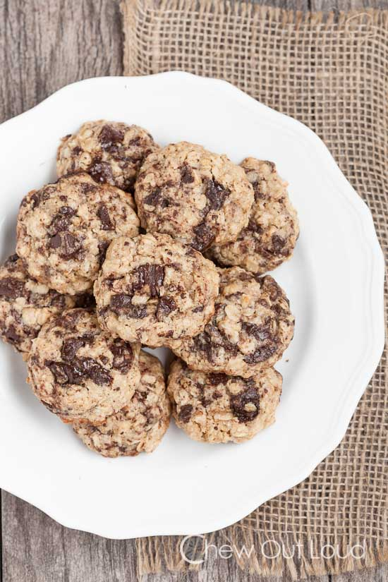 Thick Oatmeal Dark Chocokate Cookies