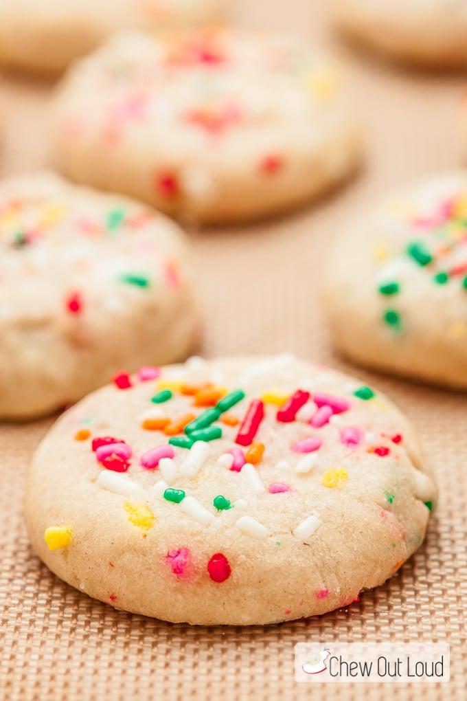 soft funfetti cookies 3