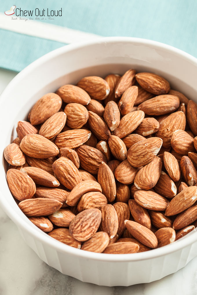 3-Ingredient Cocoa Almonds