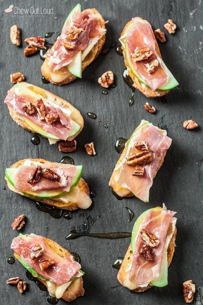 apple brie prosciutto crostini holiday appetizer