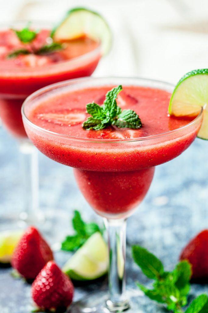 4 Ingredient Strawberry Daiquiri Recipe Chew Out Loud
