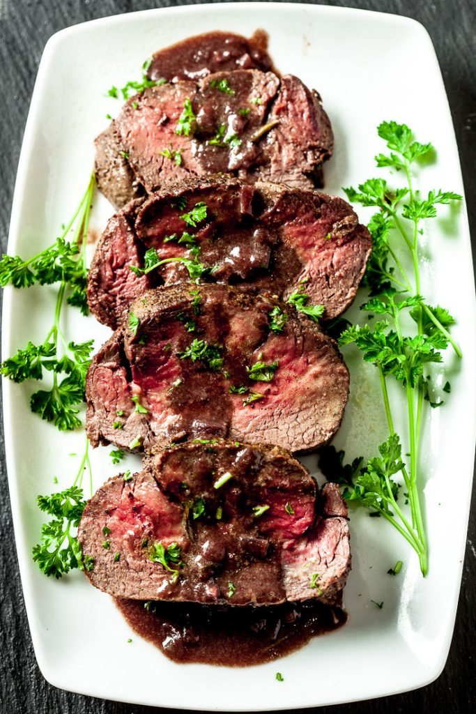 roast beef tenderloin garlic wine sauce