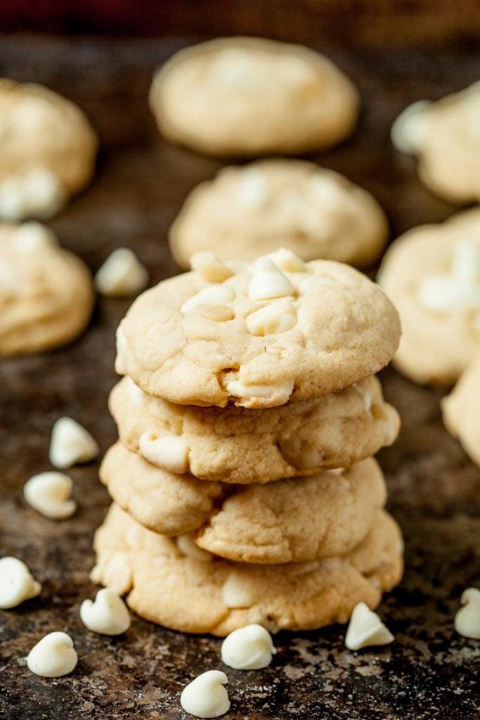 white chocolate chip macadamia nut cookies, white chocolate chip cookies, best white chocolate chip cookies, white chocolate macadamia cookies